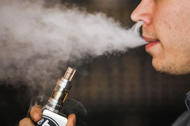 Έρευνα: Πώς το άτμισμα ηλεκτρονικού τσιγάρου συνδέεται με αυξημένο κίνδυνο κοροναϊού