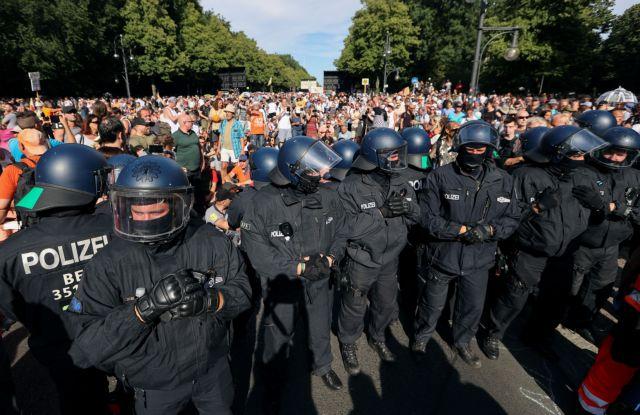 Γερμανία: Η κυβέρνηση καταδικάζει τις διαδηλώσεις κατά των μέτρων για το κοροναϊό