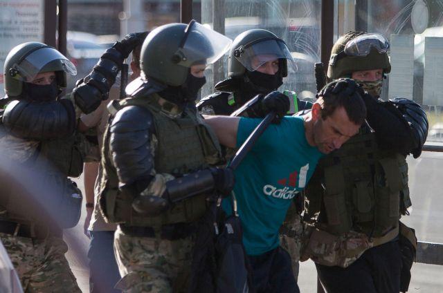 Χάος στη Λευκορωσία: Χιλιάδες συλλήψεις διαδηλωτών, χρήση πραγματικών πυρών από την αστυνομία