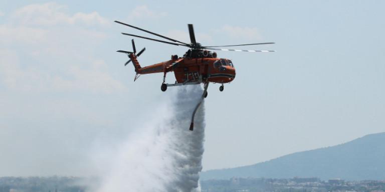 Φωτιά ξανά στα Κύθηρα – Στη μάχη 3 ελικόπτερα