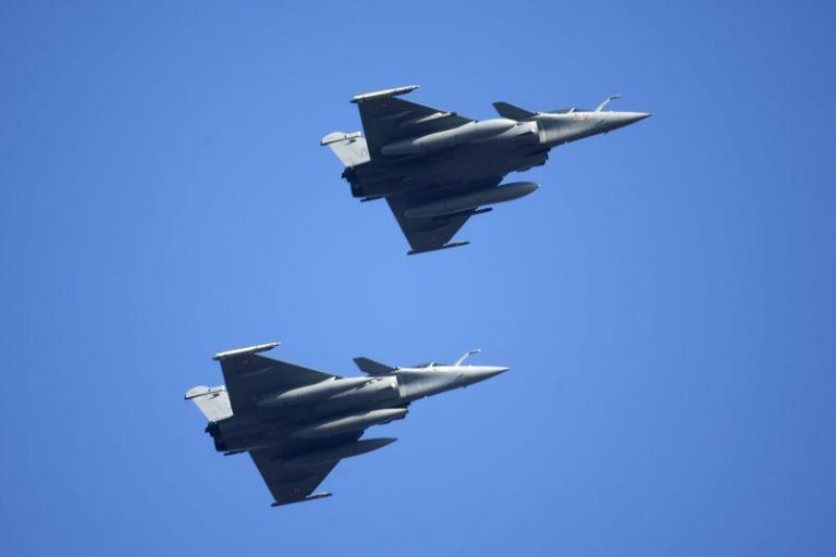 Μήνυμα Μακρόν στην Τουρκία : Εφτασαν στην Κύπρο γαλλικά πολεμικά αεροσκάφη