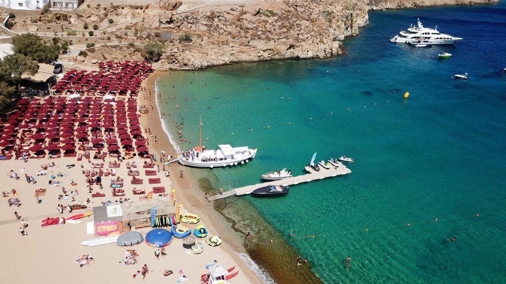 Κοροναϊός: Κλειστό beach bar στη Μύκονο λόγω κρούσματος – Σαρωτικοί έλεγχοι στα νησιά