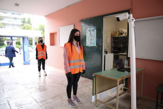 «Μαθήματα με μάσκες ή εκ περιτροπής διδασκαλία;» – Ποιο σενάριο κερδίζει έδαφος για το άνοιγμα των σχολείων
