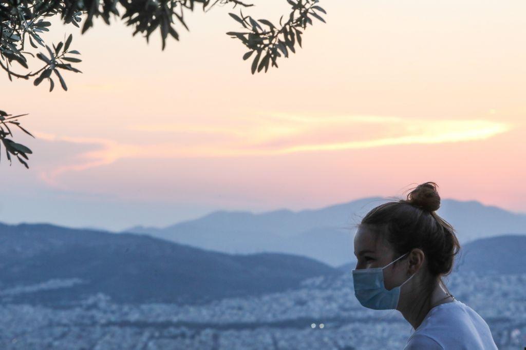 Κοροναϊός : Mε τριψήφιο αριθμό κρουσμάτων η επιστροφή Τσιόδρα – Διάγγελμα Μητσοτάκη την Τετάρτη