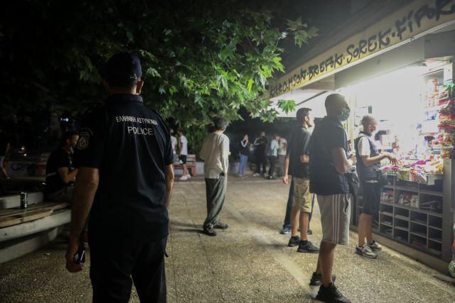Κοροναϊός : Το νέο όπλο της κυβέρνησης για να χαλάσει τα πάρτι στις πλατείες – Πού μπαίνει μεταμεσονύχτιο λουκέτο