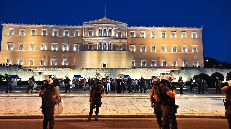 Οι συνωμοσιολόγοι ξανά στους δρόμους – Συγκεντρώσεις κατά της μάσκας σε Αθήνα και Θεσσαλονίκη [Εικόνες]