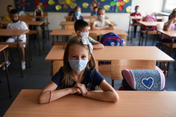 Σχολεία: Προβληματίζει ο αριθμός των μαθητών στις αίθουσες – Τι απαντά η γ.γ. του υπουργείου