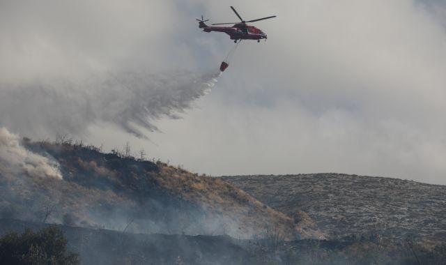 Φωτιά στο Βύρωνα: Τέθηκε υπό μερικό έλεγχο – Παραμένει ισχυρή δύναμη της Πυροσβεστικής