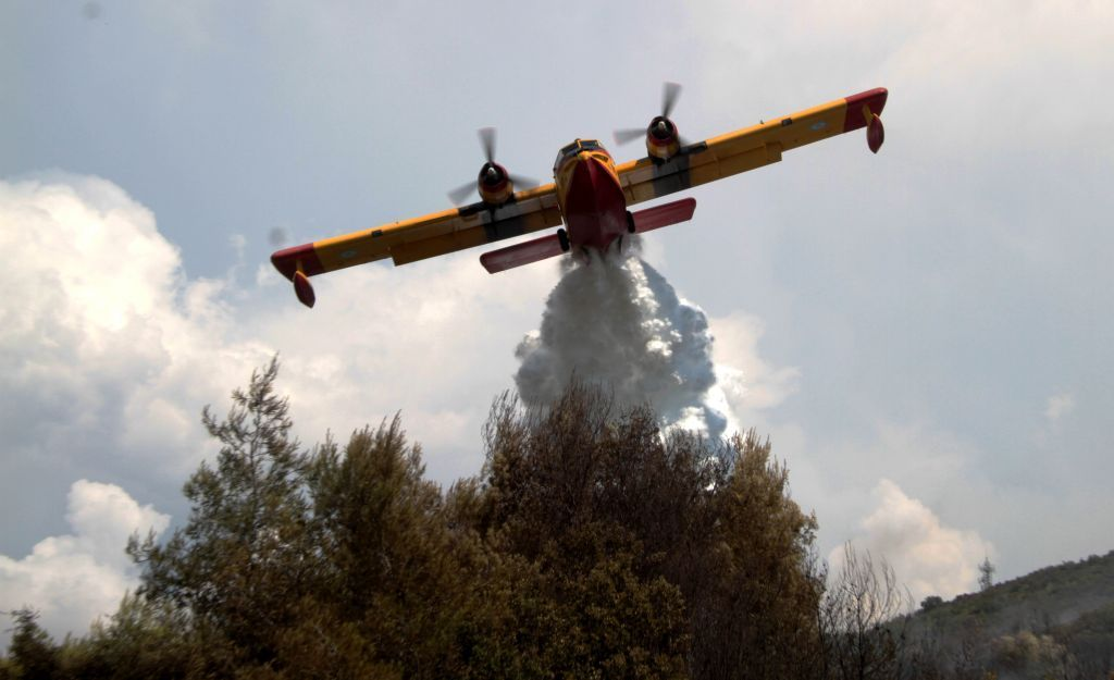 Πάτρα: Οριοθετήθηκε η φωτιά – Ολονύχτια μάχη των πυροσβεστών να μην καούν σπίτια