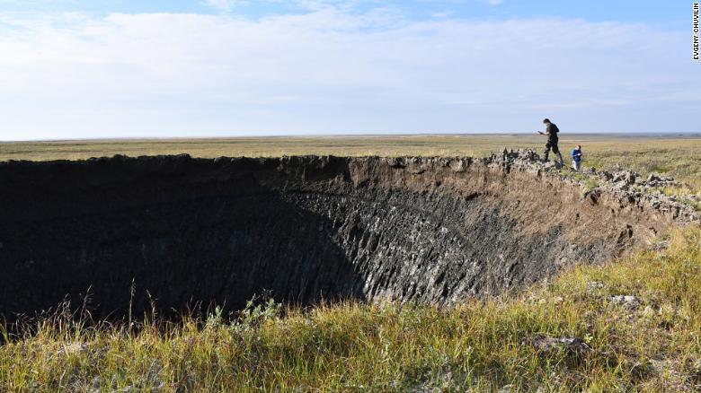 Τεράστιος μυστηριώδης κρατήρας εντοπίστηκε στη Σιβηρία – Σε τι θα μπορούσε να οφείλεται
