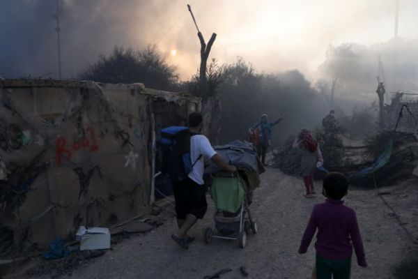 2020 09 09T061445Z 1970831221 RC2UUI9YJXYR RTRMADP 5 EUROPE MIGRANTS GREECE LESBOS FIRE med