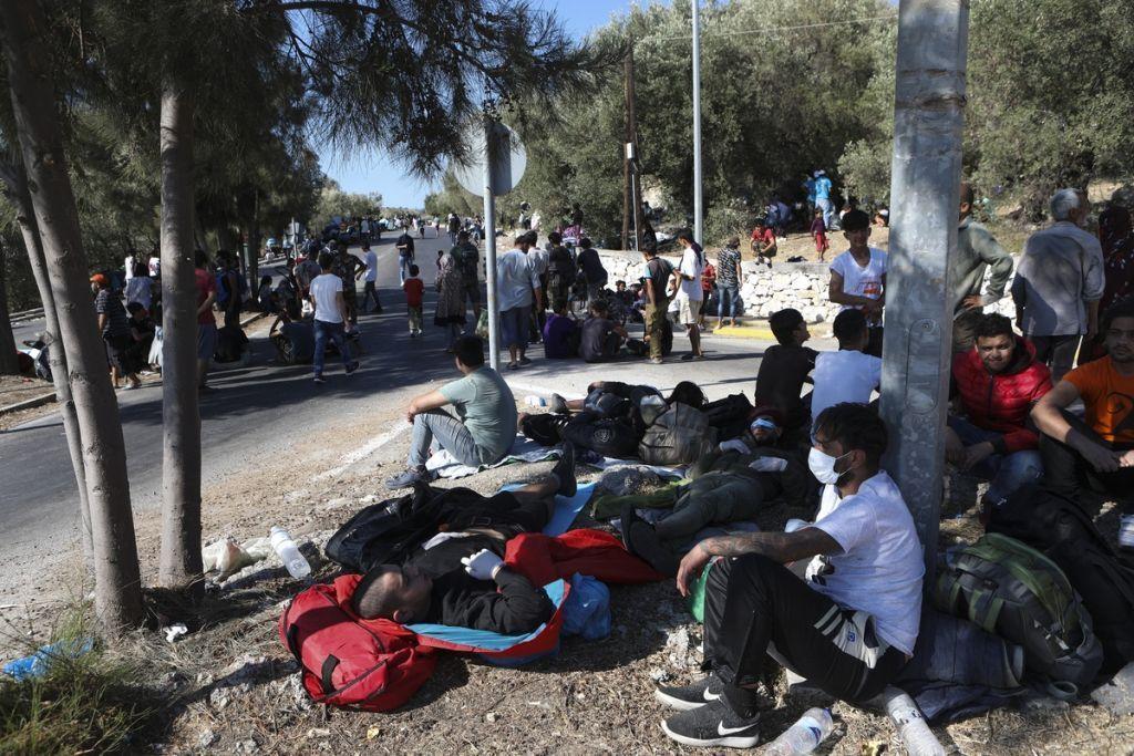 Συναγερμός στη Λέσβο : Σε εξέλιξη αστυνομική επιχείρηση για τη μεταφορά προσφύγων στο Καρά Τεπέ