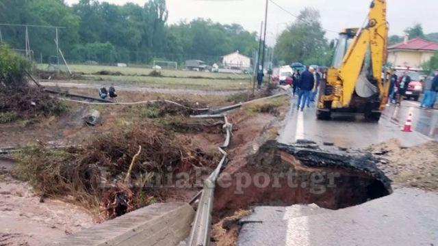 Κόπηκε στα δύο η εθνική οδός Λαμίας-Καρπενησίου: Υποχώρησε το οδόστρωμα