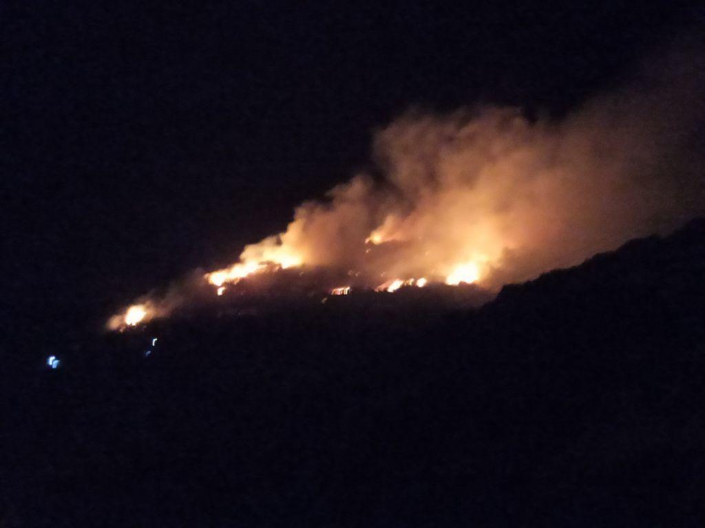 Σάμος: Έξι προσαγωγές για τη φωτιά κοντά στο ΚΥΤ