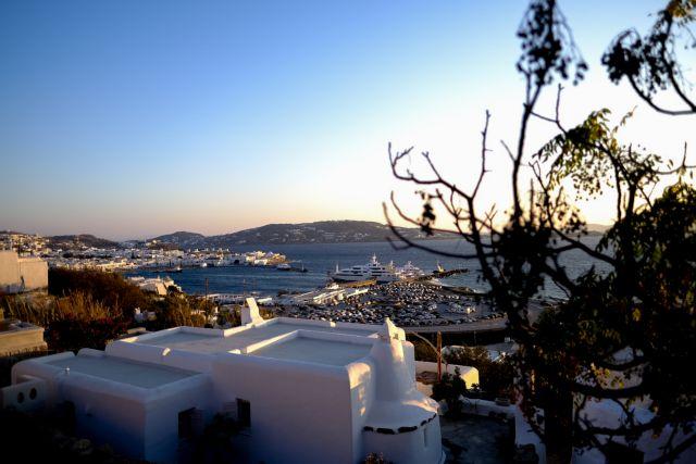 ΤτΕ : «Βούλιαξαν» οι τουριστικές εισπράξεις τον Ιούλιο