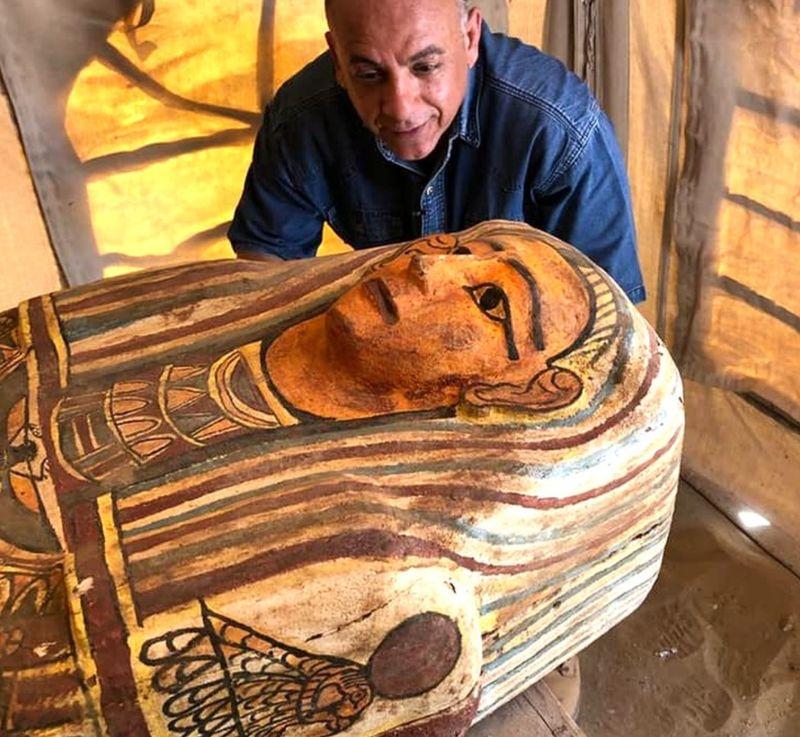Ανακάλυψη που κόβει την ανάσα: 14 σαρκοφάγοι 2.500 ετών στην νεκρόπολη της Σαχάρας [Εικόνες]