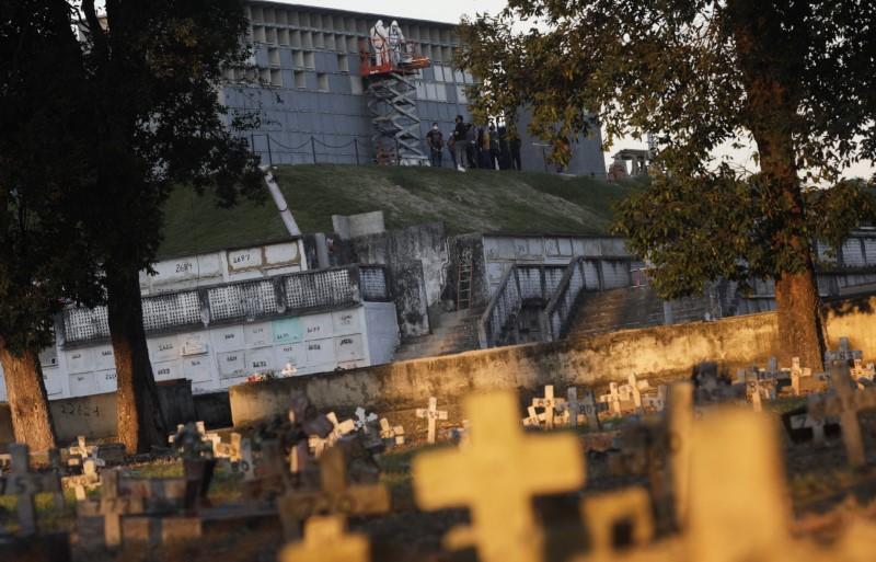 Βραζιλία : Σε υψηλά επίπεδα οι θάνατοι από τον κοροναϊό – Πάνω από 800 το 24ωρο