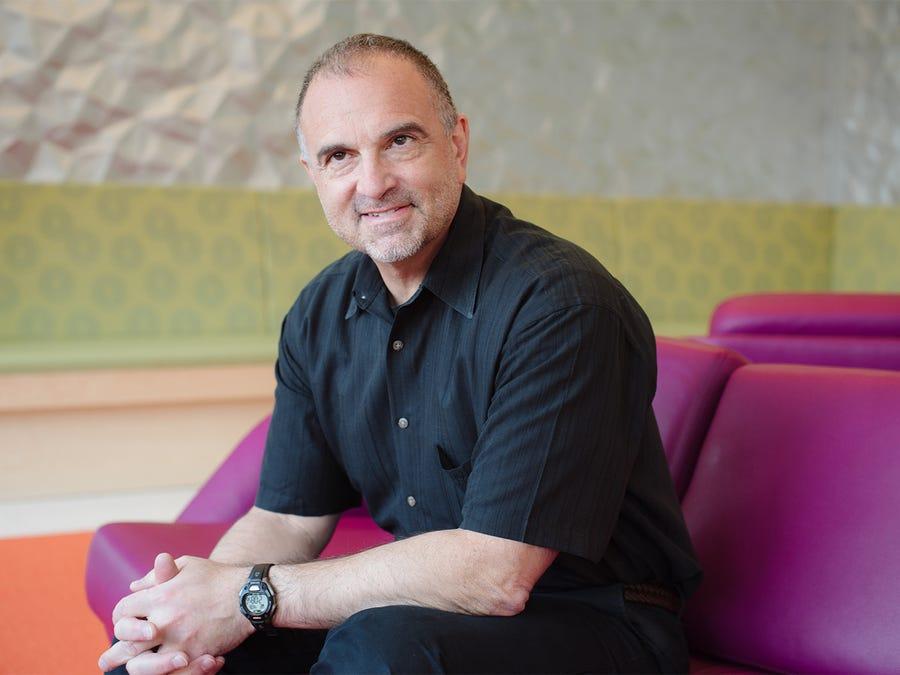 Τζορτζ Γιανκόπουλος: Ποιος είναι ο Έλληνας δισεκατομμυριούχος από την Καστοριά που δίνει τη μάχη κατά του κοροναϊού