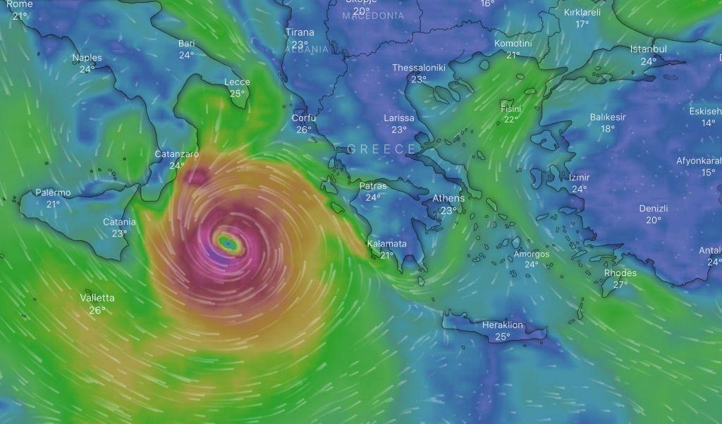 Κακοκαιρία «Ιανός» : Πού και πότε θα χτυπήσει ο μεσογειακός κυκλώνας – Δείτε live την πορεία του