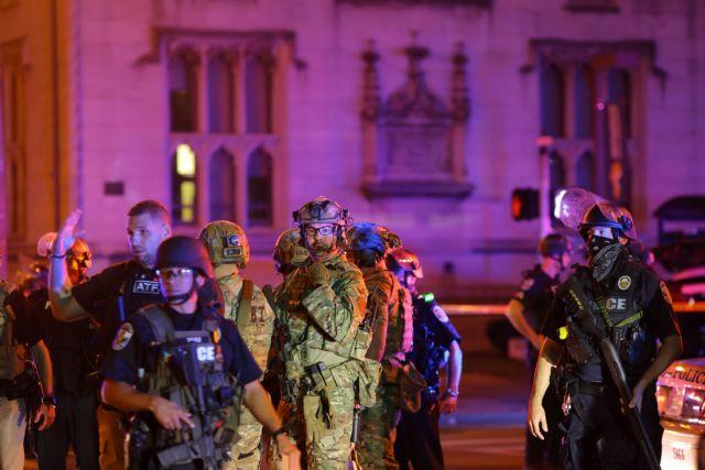 Νέα φωτιά στις ΗΠΑ : Τραυματισμός αστυνομικού από σφαίρα στη διάρκεια διαδήλωσης