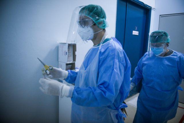 Κοροναϊός : Ξεφεύγει η κατάσταση – Αύξηση των θανάτων και «συνωστισμός» στις ΜΕΘ φέρνουν νέα μέτρα