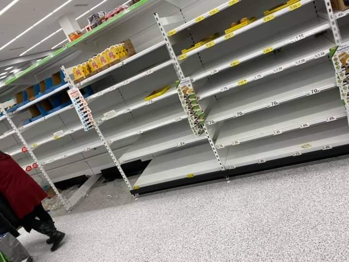 Κοροναϊός: Φοβούνται νέο lockdown στη Βρετανία – Άδειασαν τα ράφια στο σούπερ μάρκετ