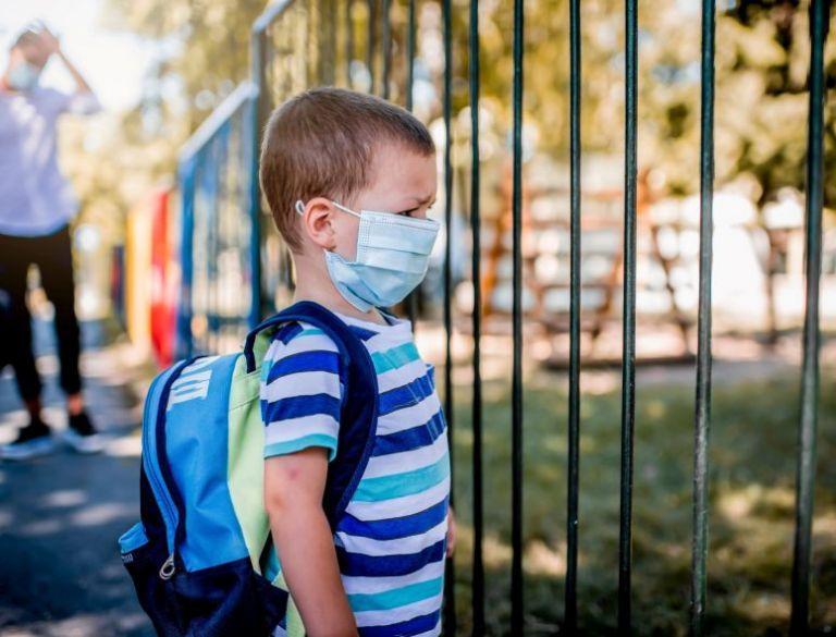 Σχολεία-κοροναϊός: 5+1 χρήσιμες συμβουλές από λοιμωξιολόγους – Τι πρέπει να κάνουν οι γονείς και τι τα παιδιά