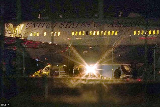 Τρόμος στο Air Force Two : Αναγκαστική προσγείωση σε πτήση με τον αντιπρόεδρο Πενς