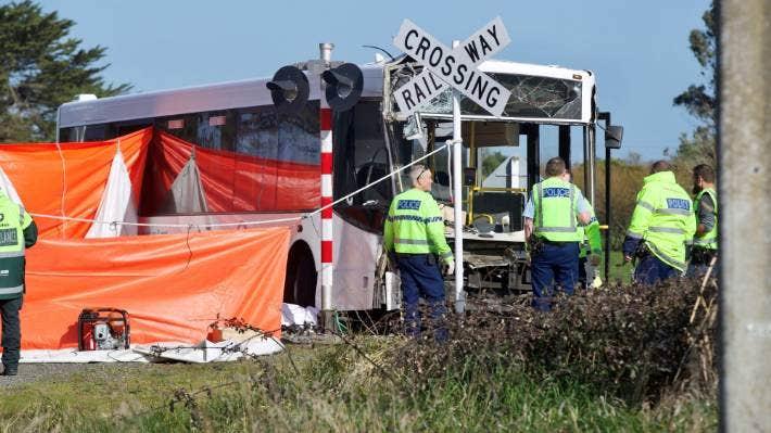 Νέα Ζηλανδία : Μια νεκρή και δεκάδες παιδιά τραυματισμένα σε σύγκρουση σχολικού λεωφορείου με τρένο