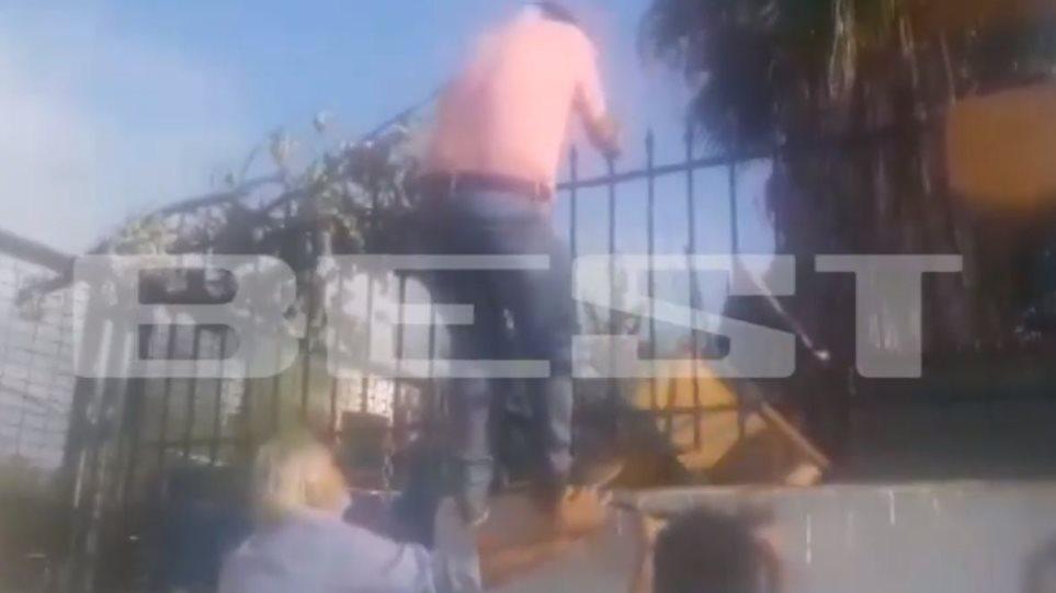Κατάληψη σε σχολείο: Πατέρας πάει να μπει μέσα και του πέταξαν καρέκλα