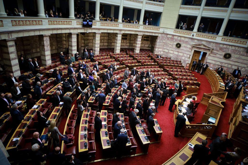 Βουλή : Κυκλώνας αντιπαράθεσης για τη Συμφωνία των Πρεσπών στη συζήτηση για τον Ιανό