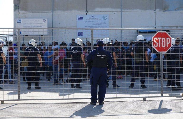 Επεισόδια : Χειροπέδες σε 8 αλλοδαπούς στο ΚΥΤ Χίου – Και ανήλικος στους συλληφθέντες