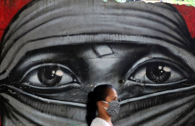 Κοροναϊός : «Μαύρος» Οκτώβριος με το ένα αρνητικό ρεκόρ να σπάει μετά το άλλο