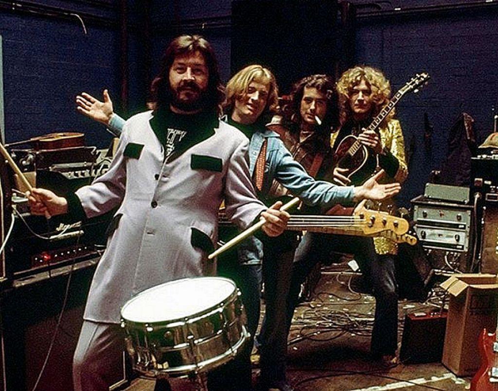 Led Zeppelin : Ακούστε τις μεγαλύτερες επιτυχίες που άλλαξαν τη μουσική σκηνή