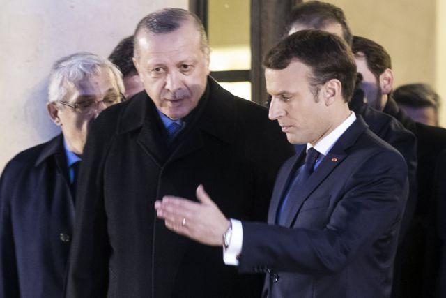 Charlie Hebdo : Οργή στην Άγκυρα για το εξώφυλλο – Για εξηγήσεις ο γάλλος επιτετραμμένος
