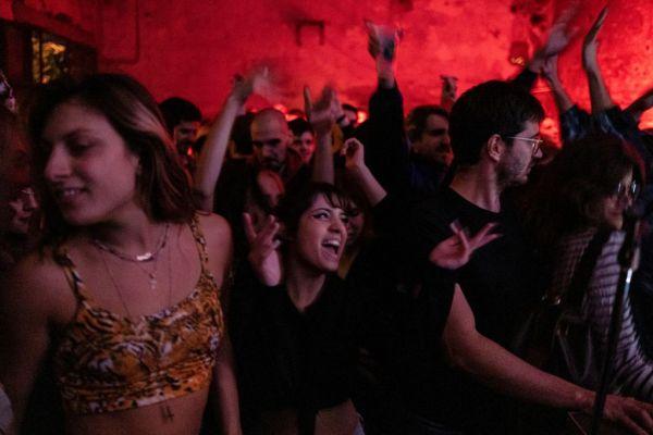 «Πάρτι κοροναϊού»: Προσκλήσεις… ανοσίας μετά την πανδημία;