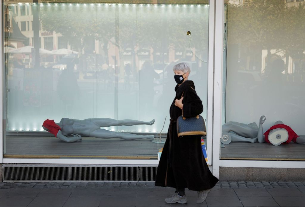 Κοροναϊός : Πολιτικά και οικονομικά συμφέροντα πίσω από την προώθηση της ανοσίας της αγέλης;