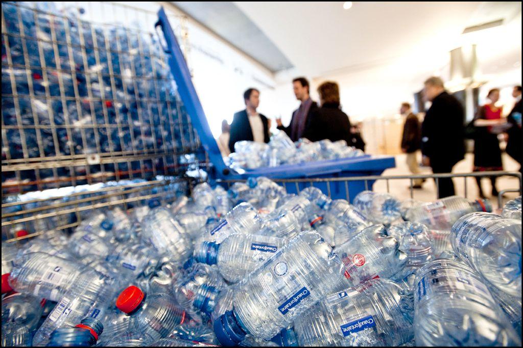 «Χημική ανακύκλωση» για τα βουνά πλαστικών απορριμμάτων