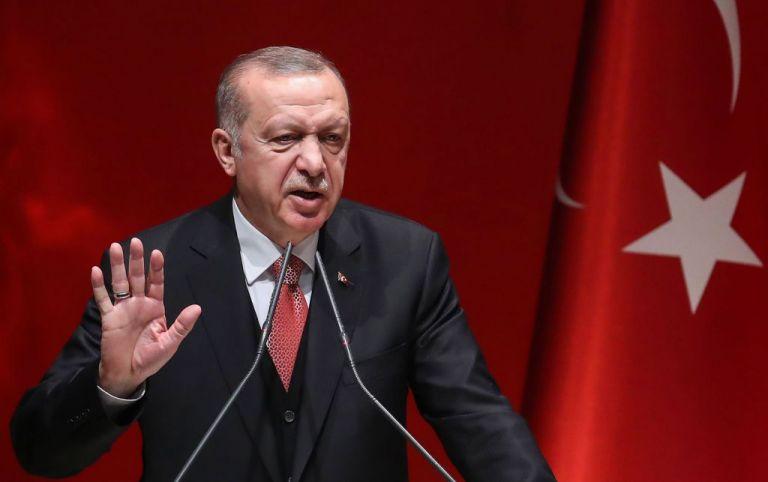 Ερντογάν : Έξαλλος με τον Βίλντερς – Υπέβαλε μήνυση για τον σκίτσο που τον έλεγε «τρομοκράτη»