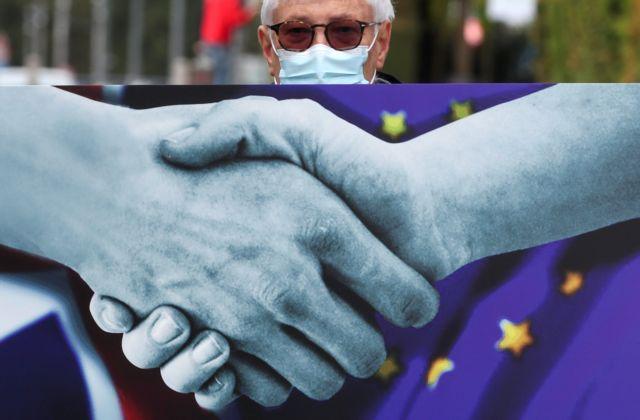 Brexit: Το μπαλάκι στο Ηνωμένο Βασίλειο πετά ο Μπαρνιέ για τις διαπραγματεύσεις