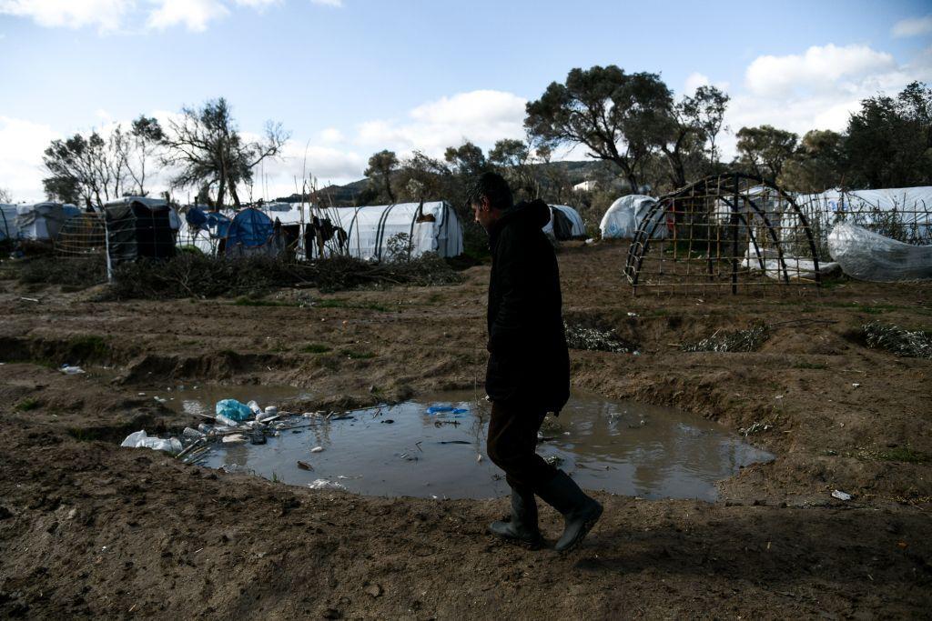 Κοροναϊός : 67 κρούσματα στον καταυλισμό της ΒΙΑΛ – Ευρεία σύσκεψη υπό Μηταράκη