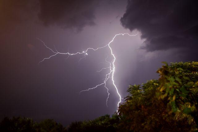 Καιρός : Βροχές, καταιγίδες και πτώση της θερμοκρασίας