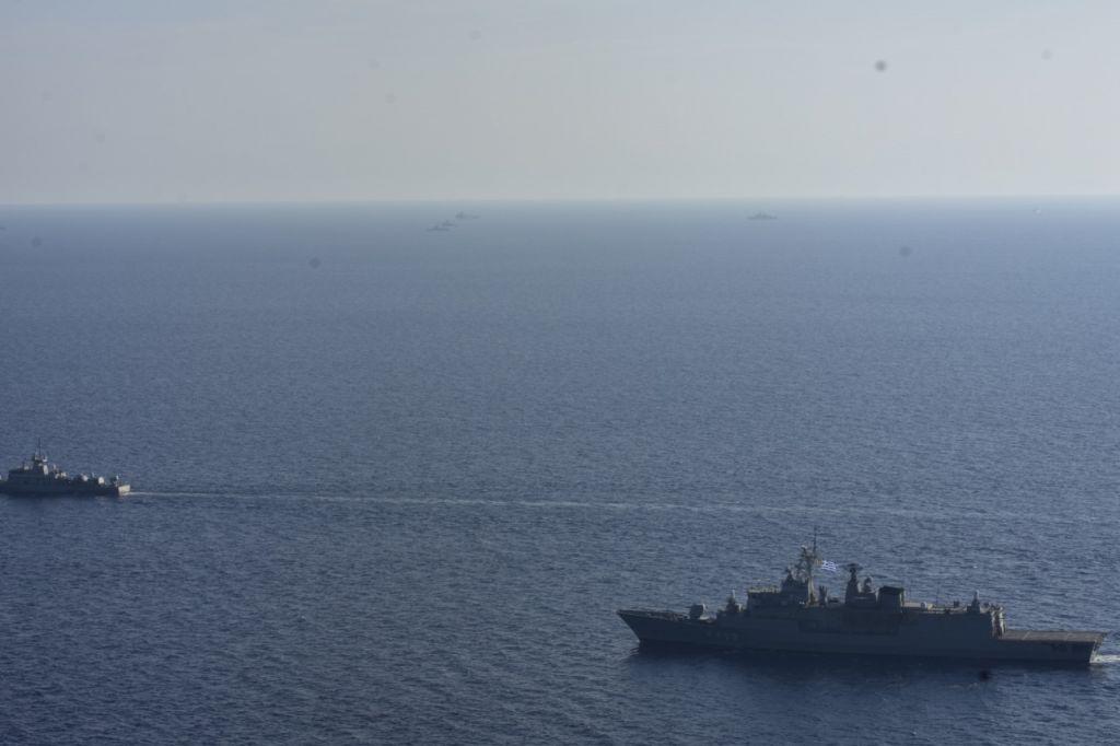 Σκιά του Oruc Reis οι ελληνικές Ένοπλες Δυνάμεις [Φωτογραφίες]