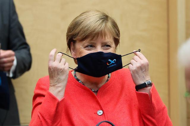 Γερμανία : Η Μέρκελ θέλει κλειστά μπαρ και εστιατόρια για να αναχαιτιστεί η πανδημία