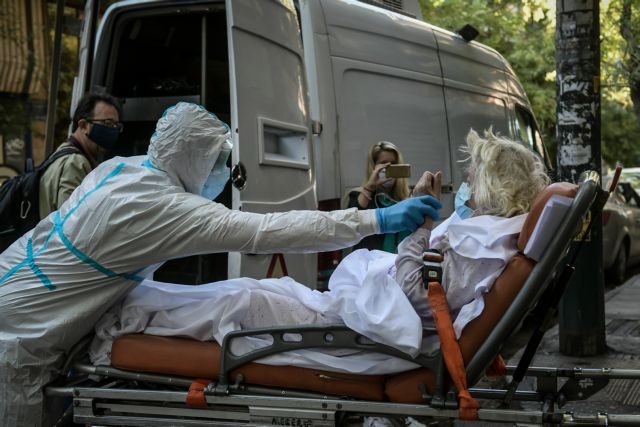 Κοροναϊός: «Μπαλάκι» ευθυνών με θύματα ηλικιωμένους – Ο ΕΟΔΥ «δείχνει» τους νοσηλευτές – Νέα μέτρα στην δομή