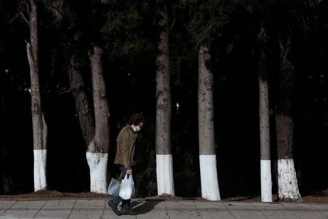 Κοροναϊός : Η «έκρηξη» κρουσμάτων έφερε μάσκες και νυχτερινή απαγόρευση κυκλοφορίας – Το μεγάλο στοίχημα