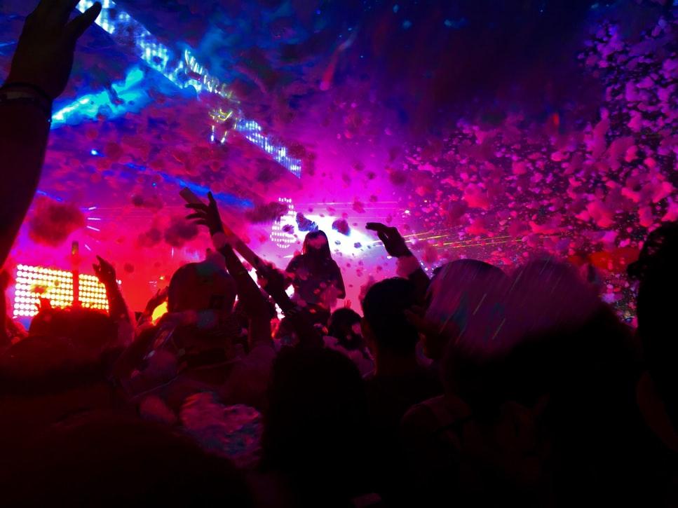 Κοροναϊός :  Κρυφά πάρτι σε υπόγεια και ταράτσες στη Θεσσαλονίκη – Απίστευτες καταγγελίες
