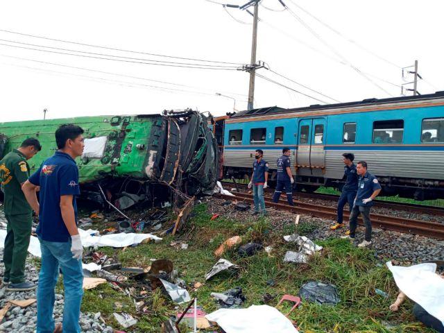 Ταϊλάνδη : 17 νεκροί από σύγκρουση λεωφορείου με τρένο