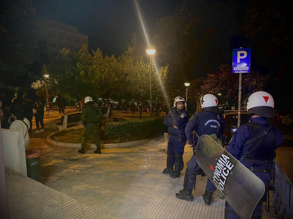 Θεσσαλονίκη – Κοροναϊός : Χρειάστηκε η αστυνομία… για να φύγουν από την πλατεία