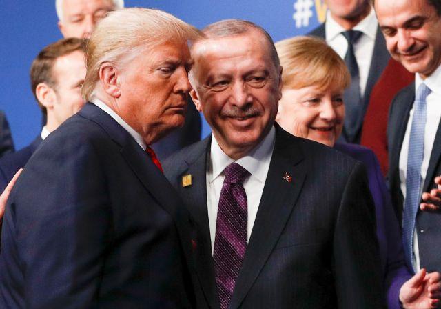 Bloomberg : Γιατί ο Ερντογάν θα βγει χαμένος αν ηττηθεί ο Τραμπ